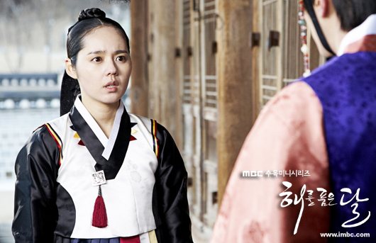 Sinopsis The Moon That Embraces The Sun episode 12